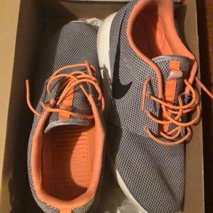 Men's Nike rosherun. Size 11. Used.